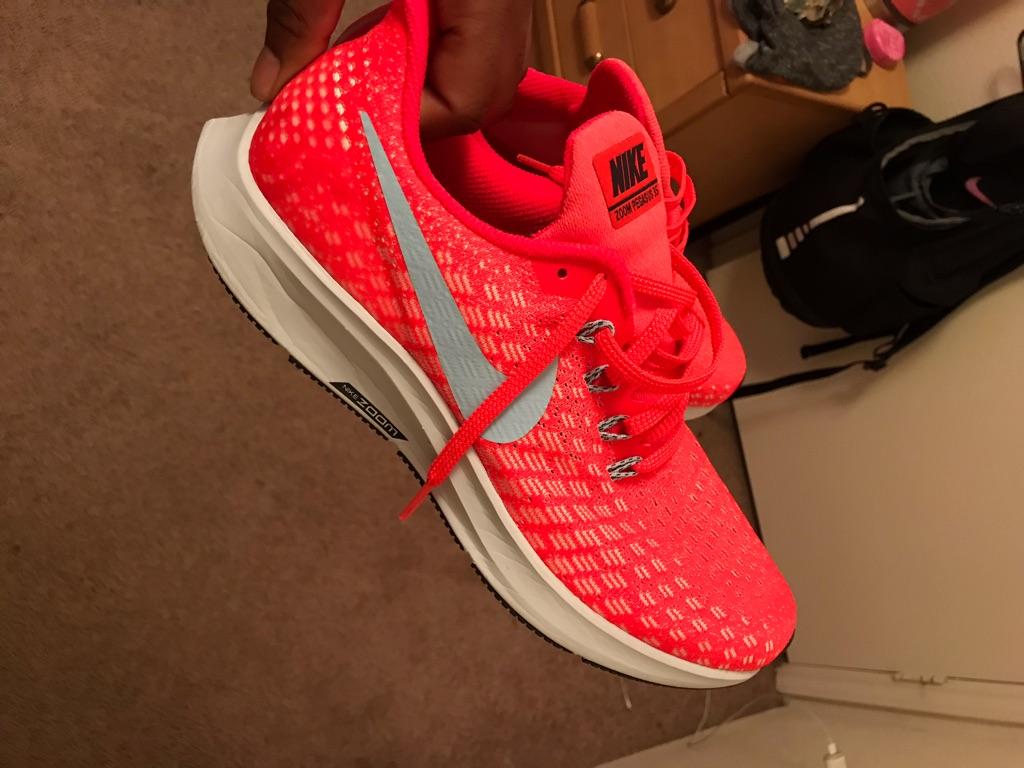 Nikes sz 8