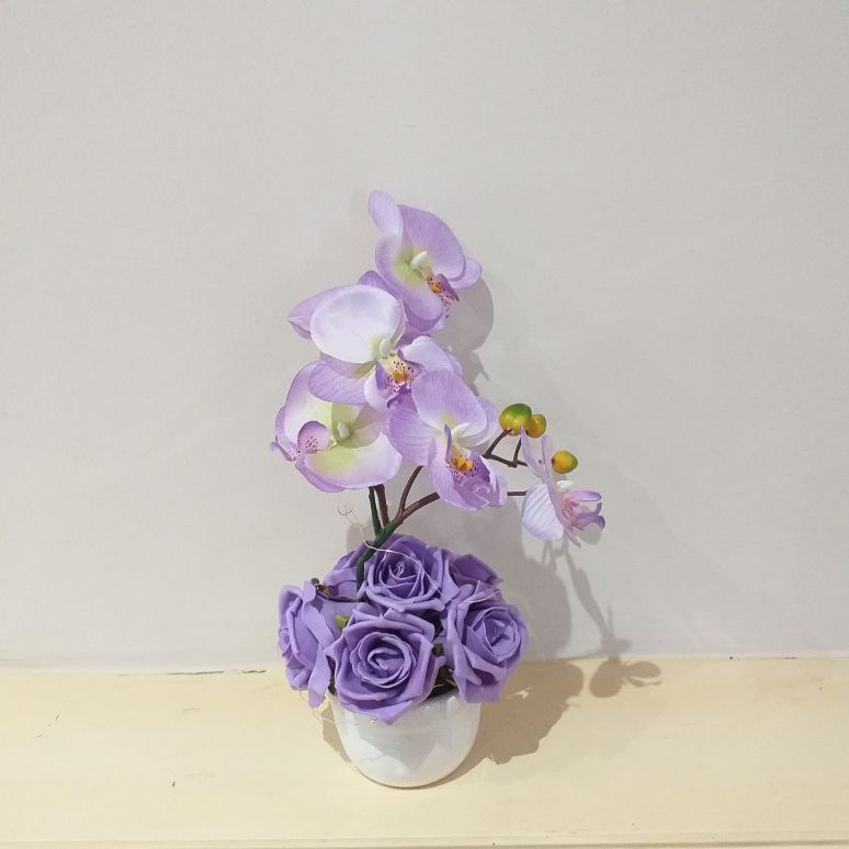 Lilac foam Rose's and silk orchids in pot vase