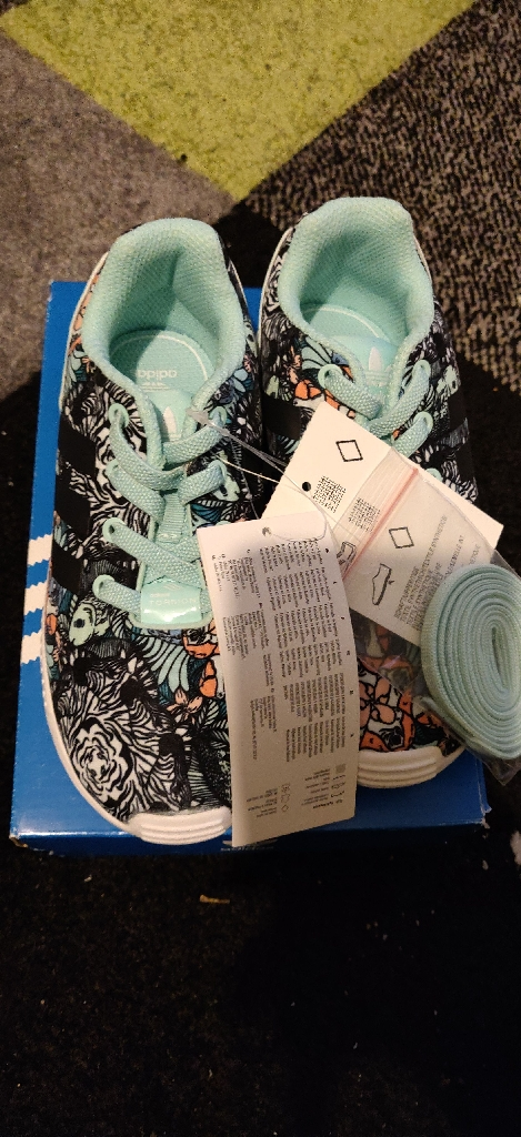 Brand new girl's Adidas zx flux