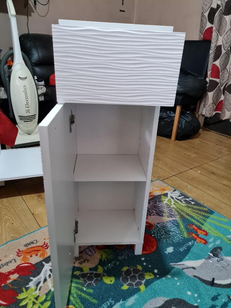 Brand new white high gloss unit £40