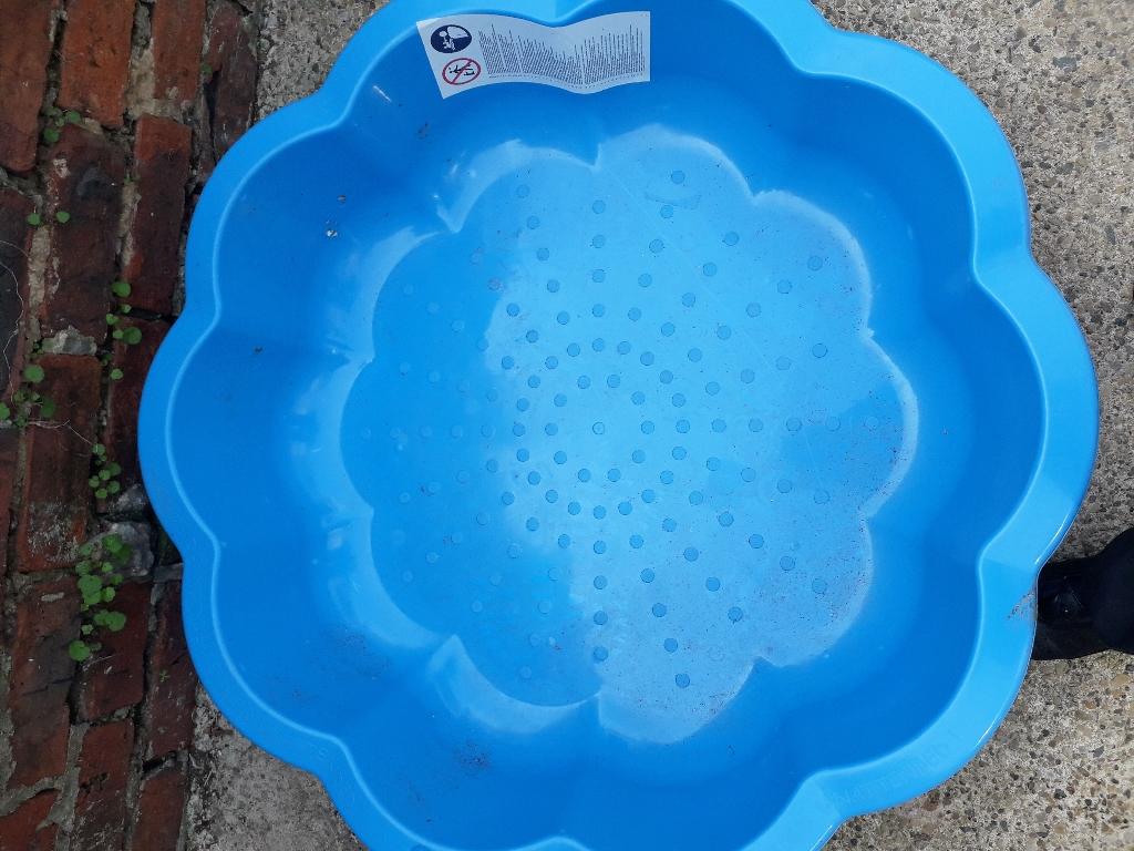 Kids plastic paddling pool