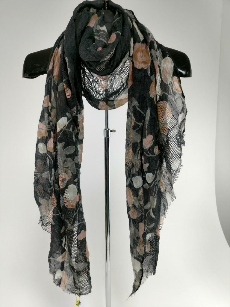 BCBG Generation scarf