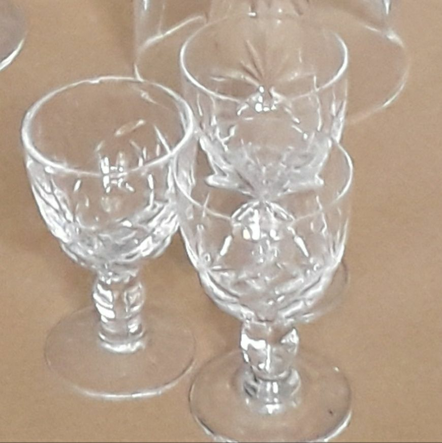 Sherry decanter and 3 tiny sherry glasses