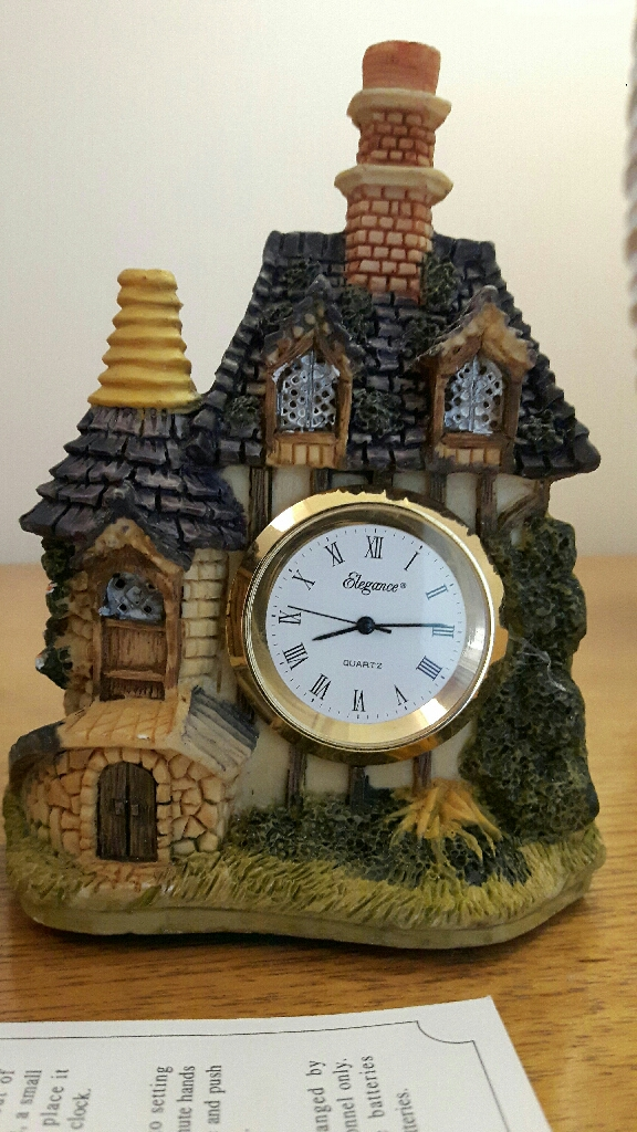 Teaberry collectible clock