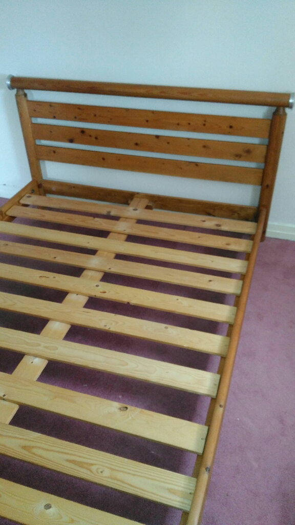 Double bed in pine