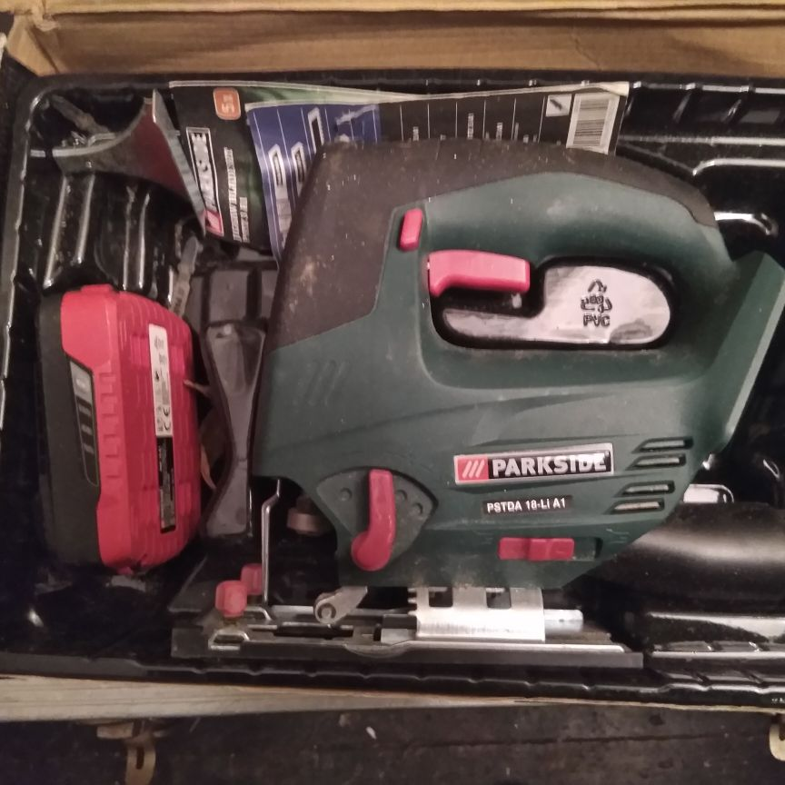 Cordless jigsaw with charger