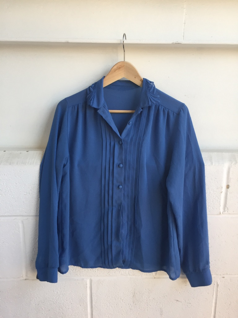 Beautiful women vintage blue shirt size 10