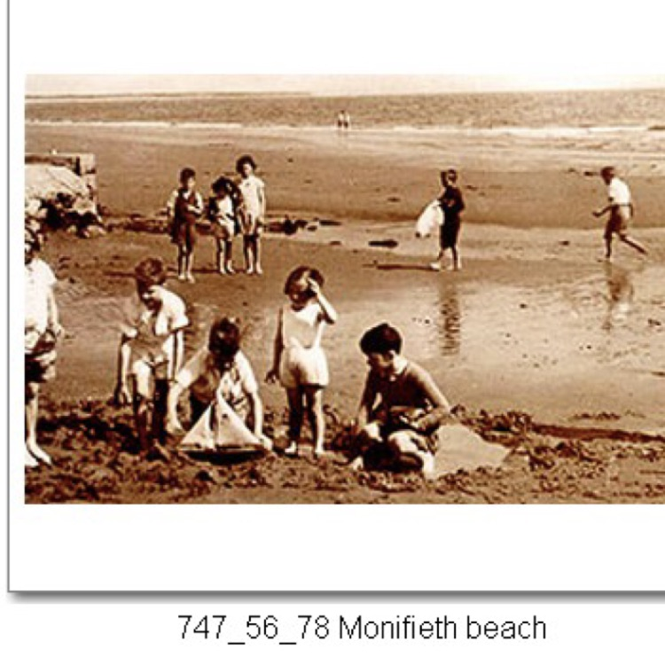 LOOKING TO BUY OLD PHOTOS OF MONIFIETH
