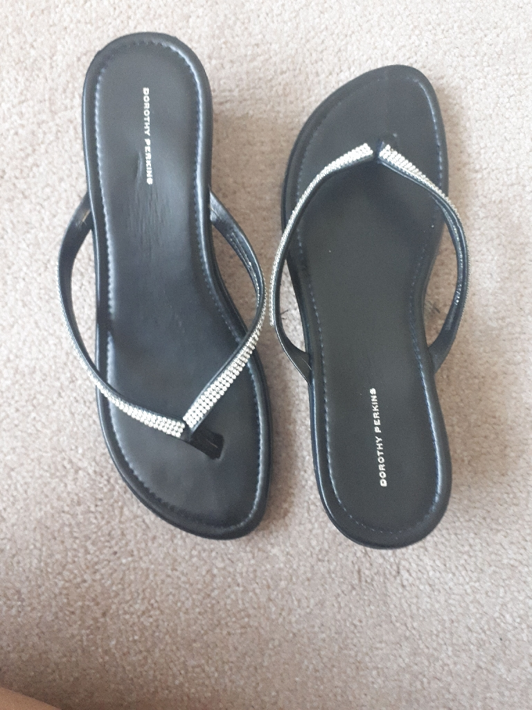 Brand New Black Toe Post Sandals Size 6