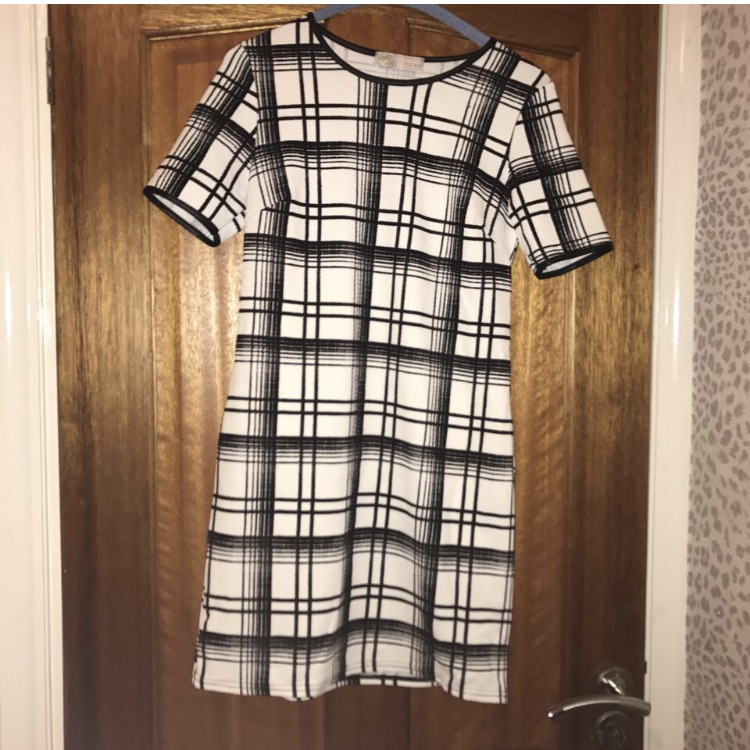 Black and white shift dress size small