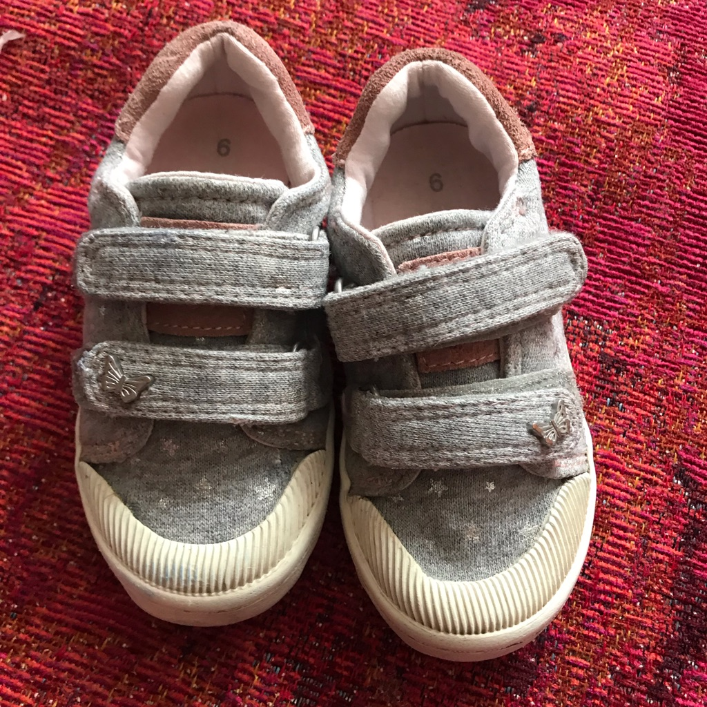 Infants Trainers Size 6