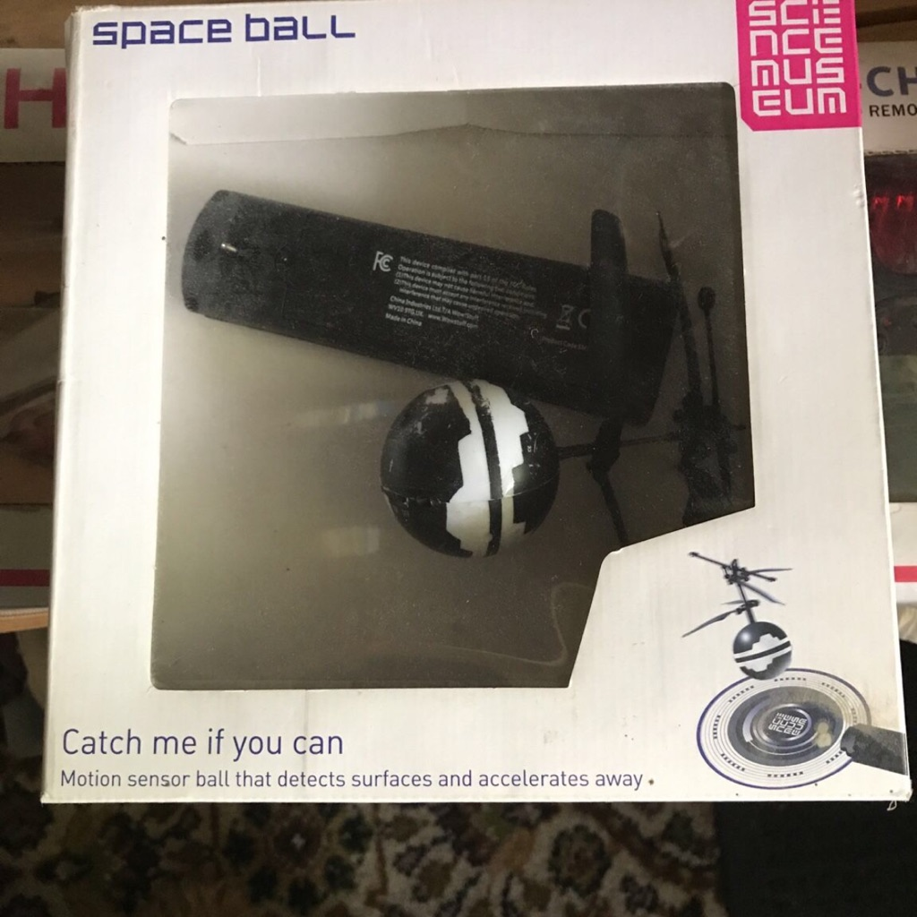 Space ball hover toy