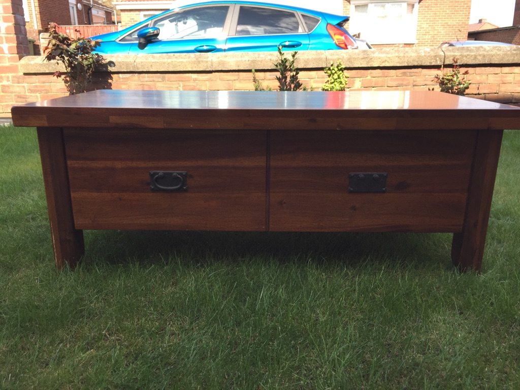 Coffee table / tv stand