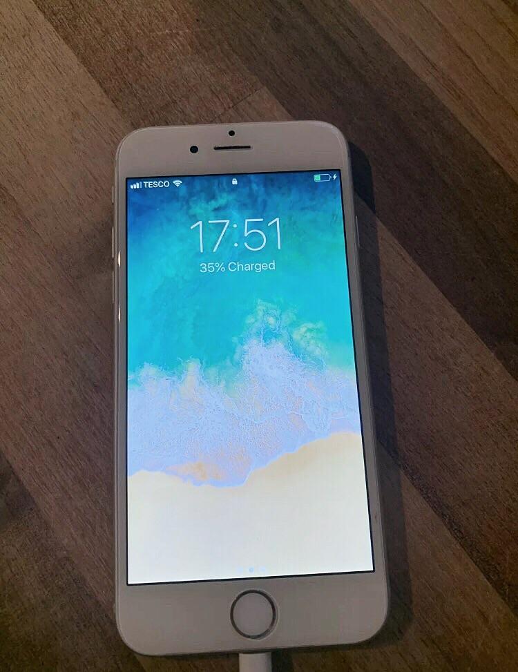 iPhone 6 Silver 16gb {UNLOCKED}