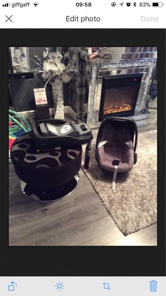Maxi cosi pebble car seat with familyfix base