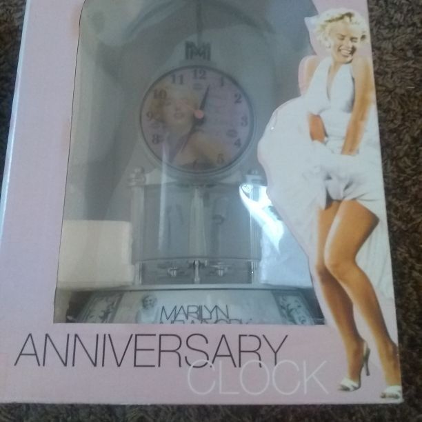 Marylin Monroe clock