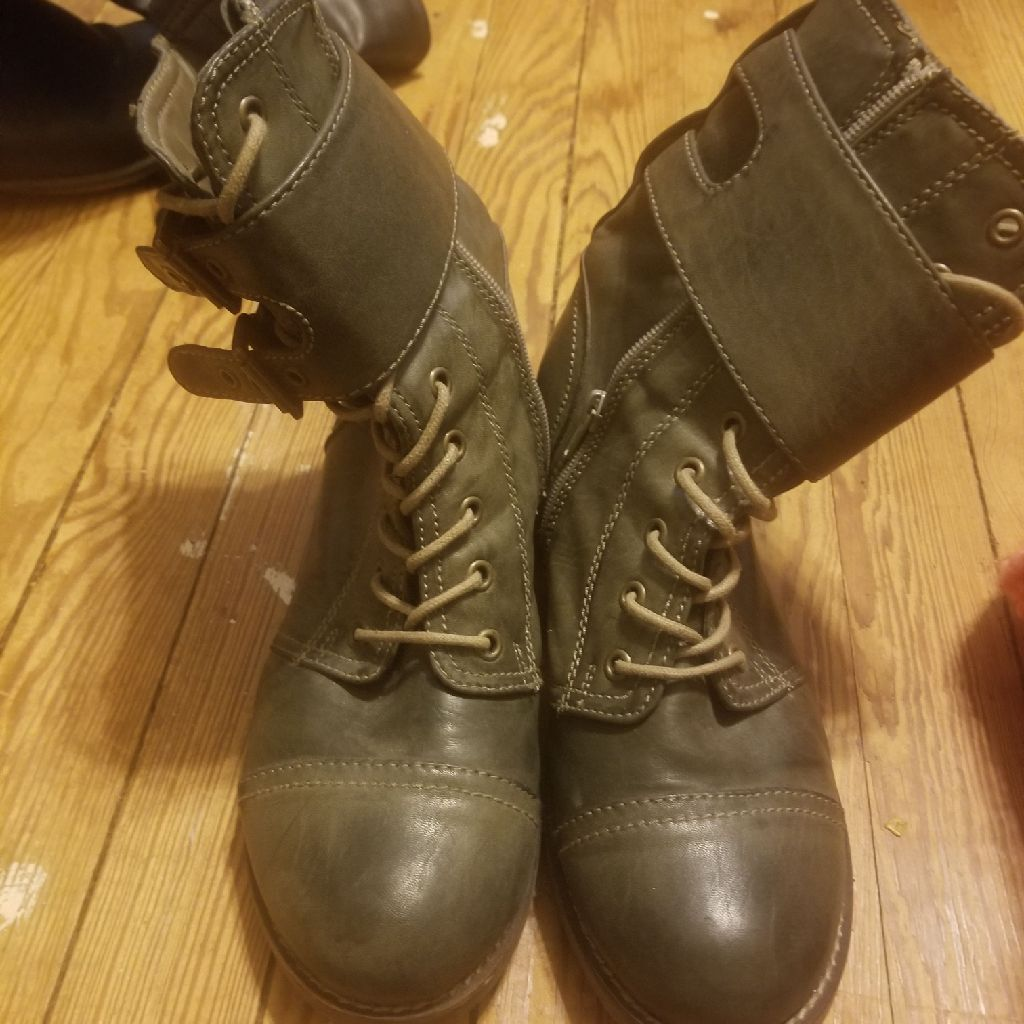 Women's army green boots size 10