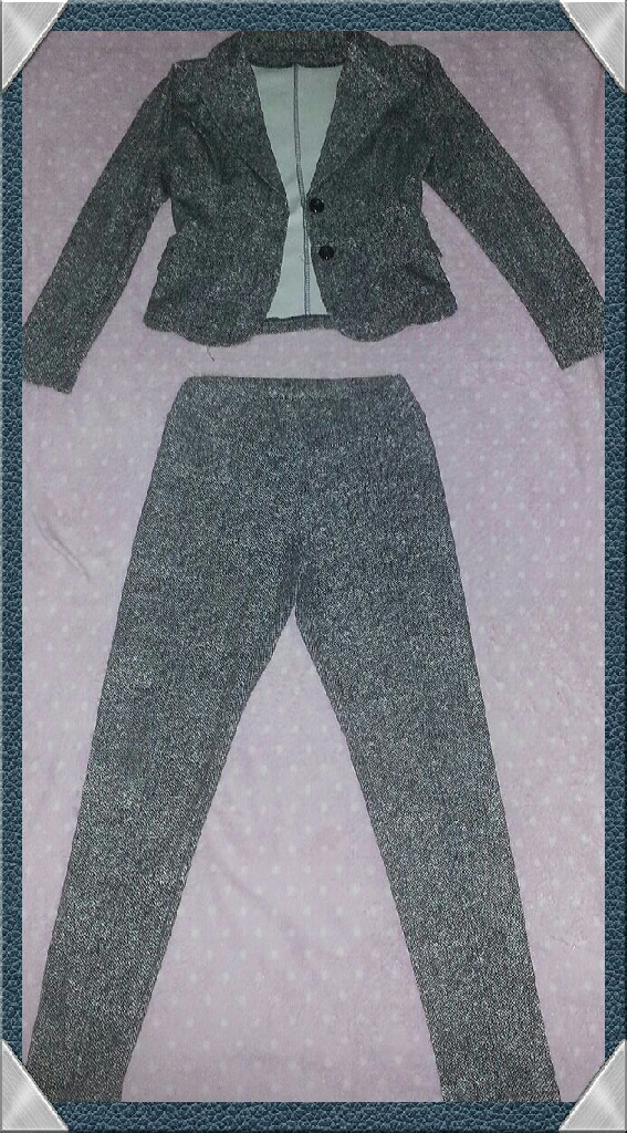 LADIES SIZE 8/10 FITTERED GREY PANTS SUIT