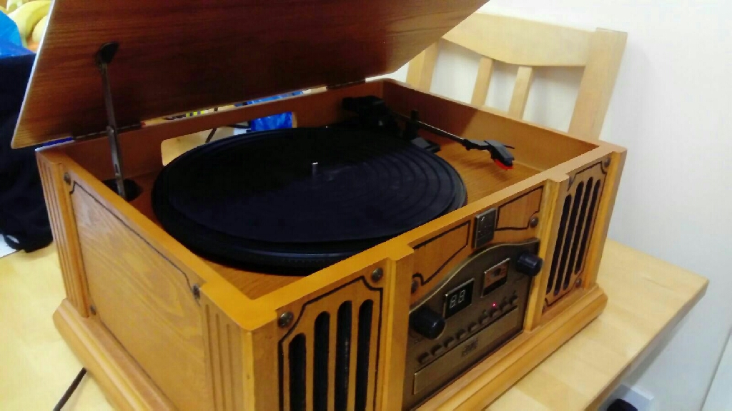 Thomas Pacconi Classics Vintage turntable/radio player