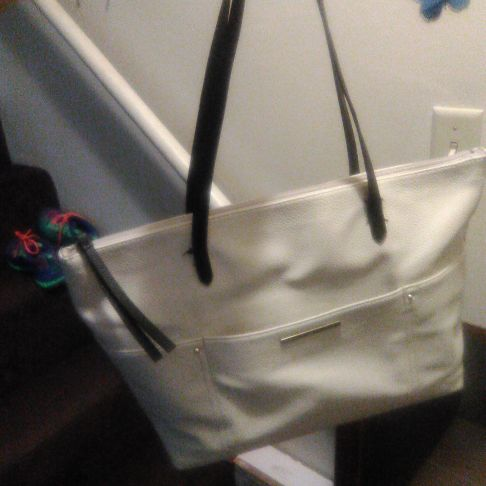 Medium beige Liz Claiborne purse