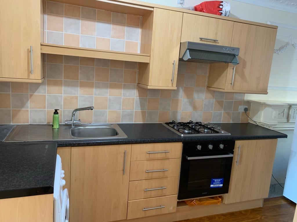 One bed huge flat,rosewood flooring throughout