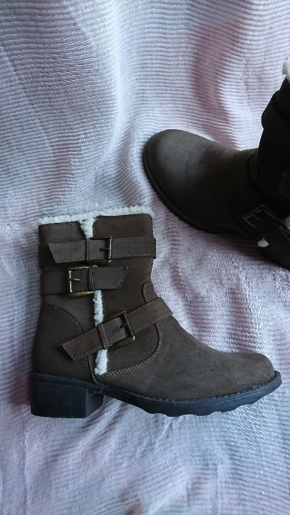 Women's boots size 7 NEW