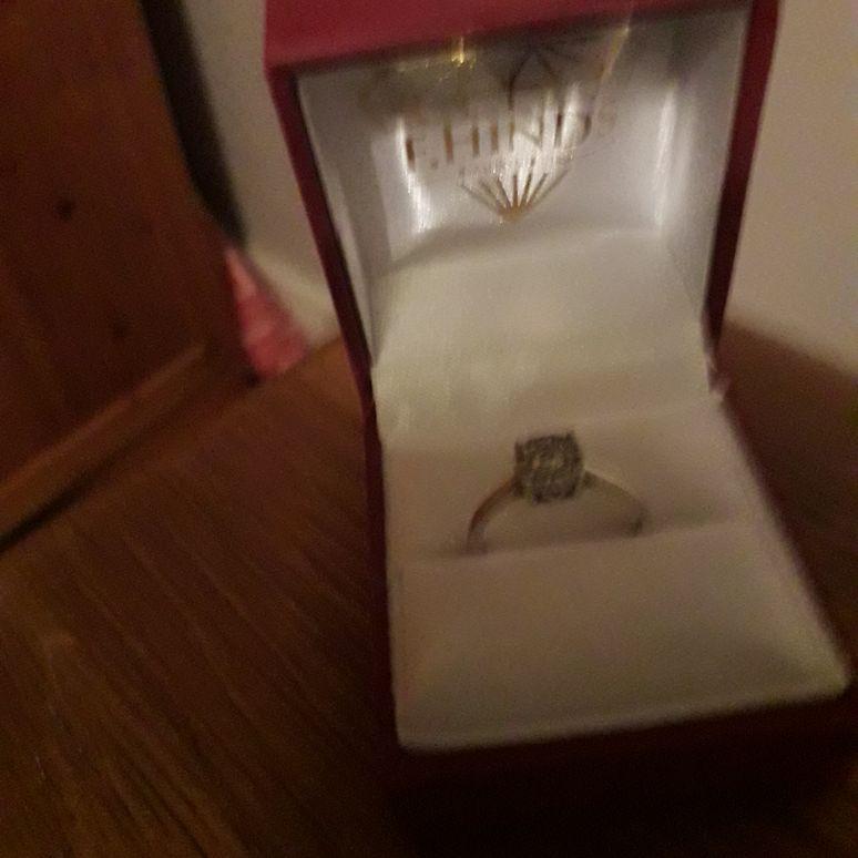 9carat white gold diamond cluster ring