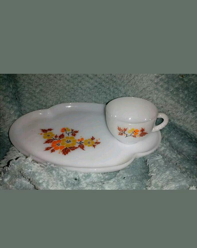 Vintage Pyrex Milkglass Sandwich/ Cake Plate