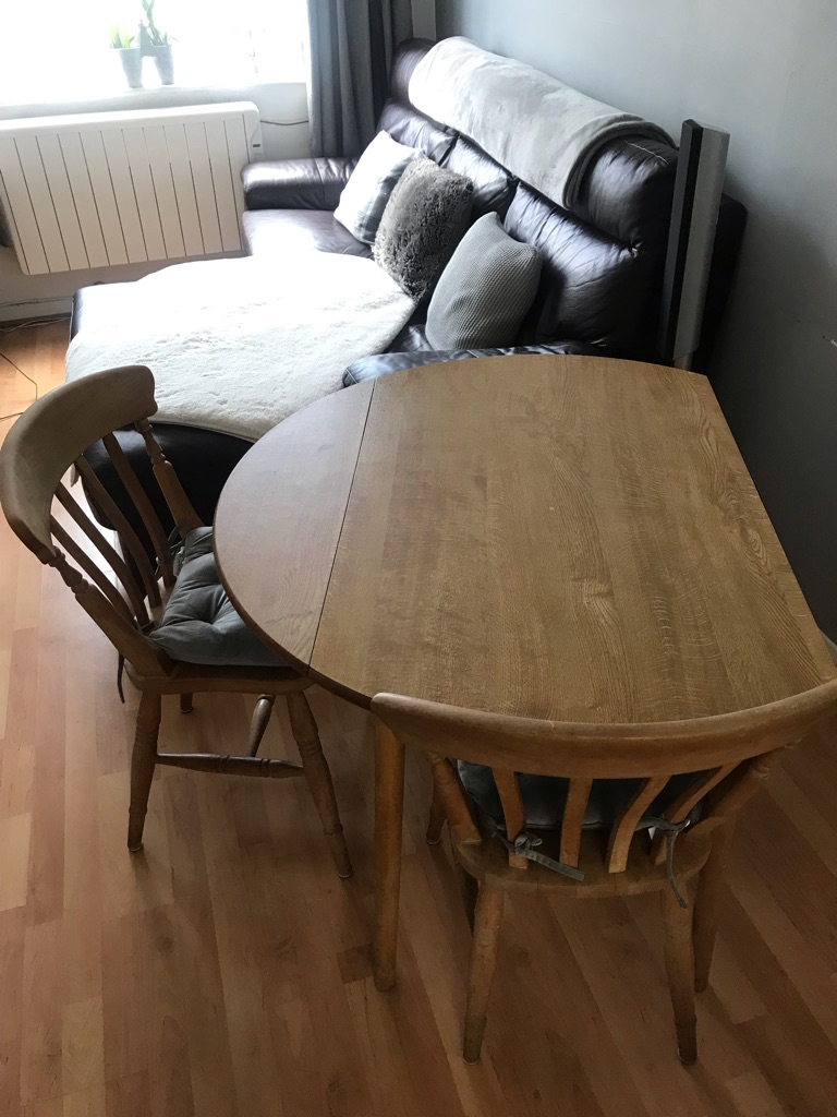 Free table x2 chairs