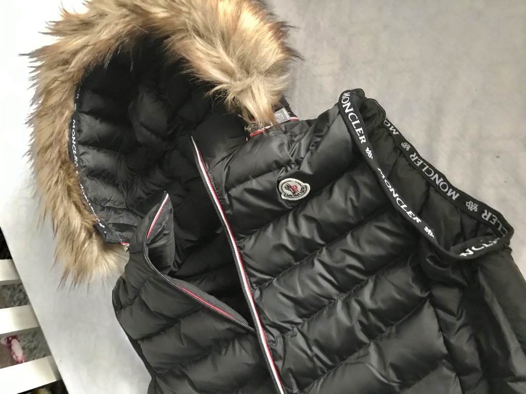 Moncler black puffer body warmer Medium new with tags