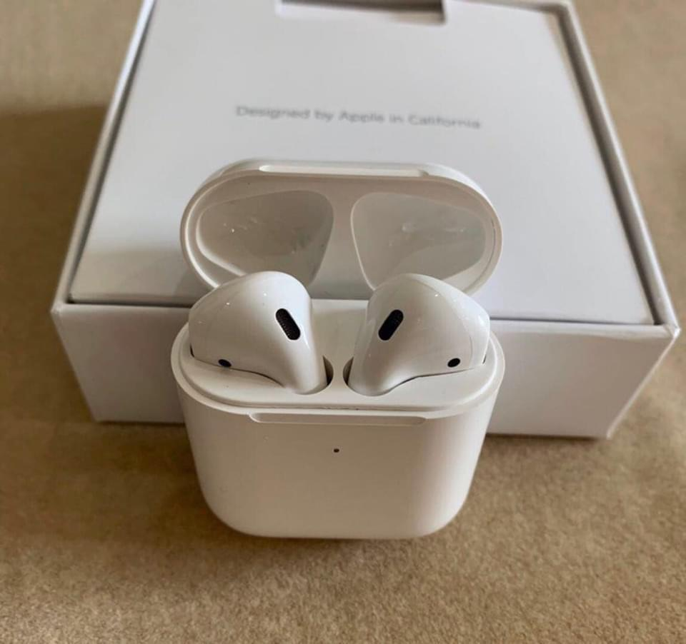 AirPods 2nd Generation Wireless Earbuds Bluetooth Earphone With Charging Case UK