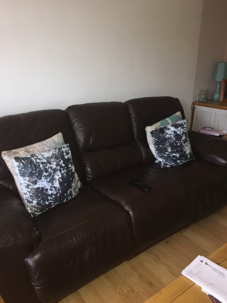 2 electronic reclining sofas