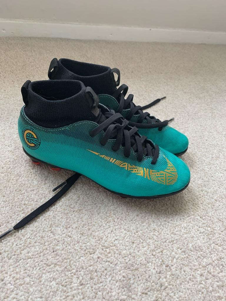 Junior Nike football boots