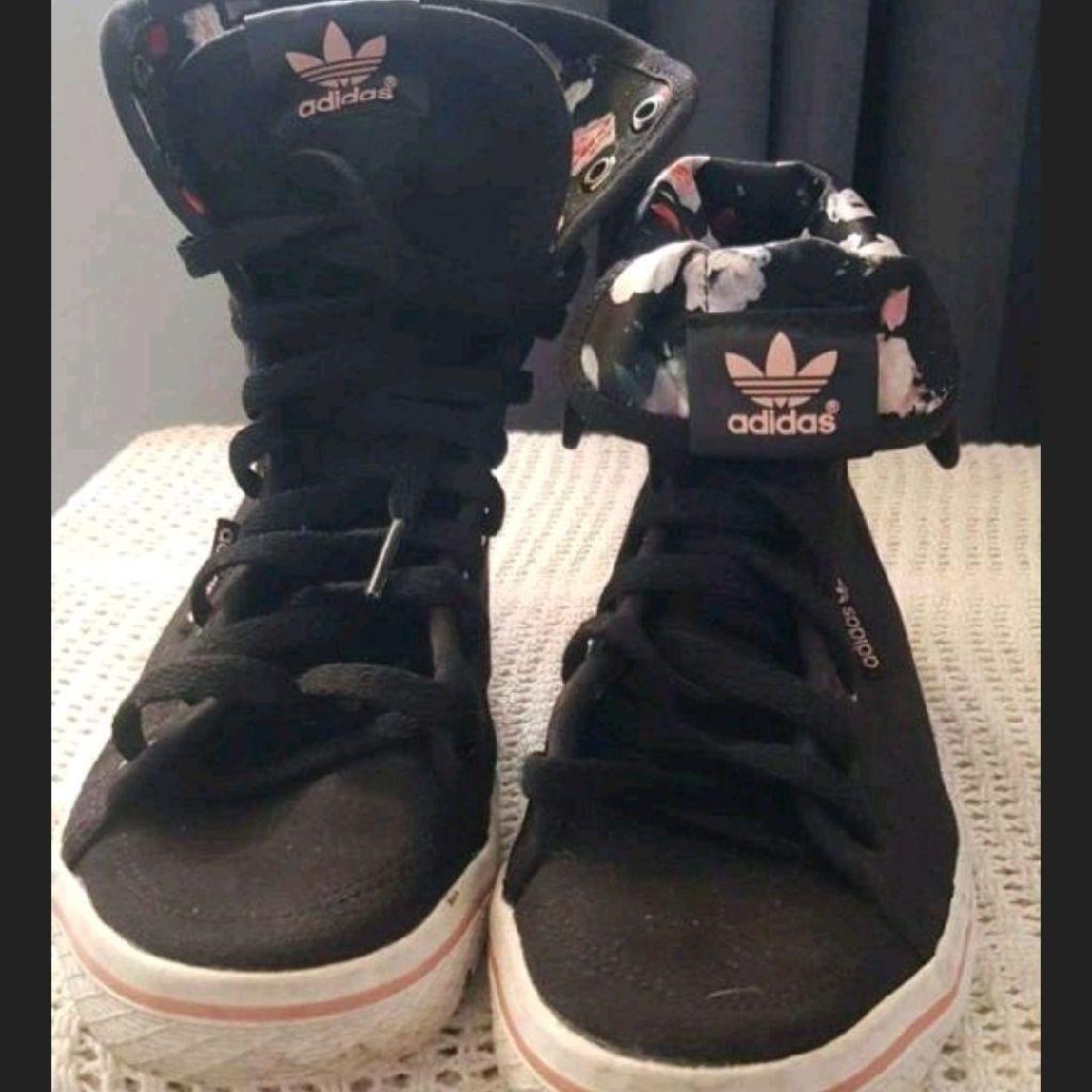 Size 6 genuine adidas trainers