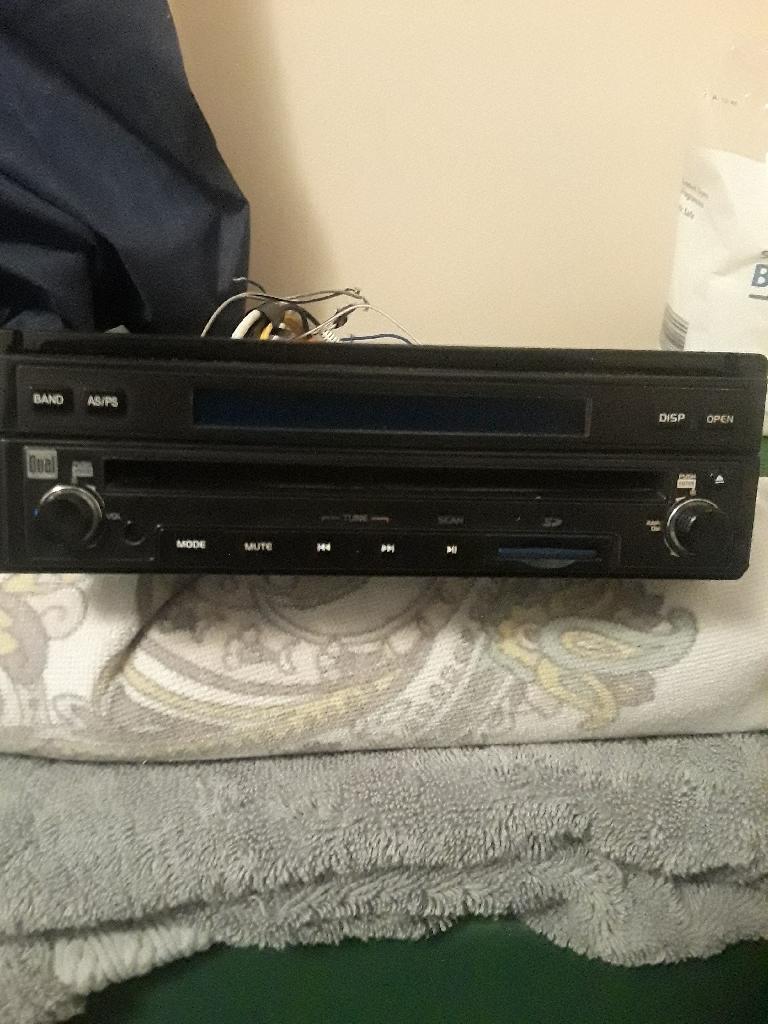 Dual flipscreen dvd car stereo