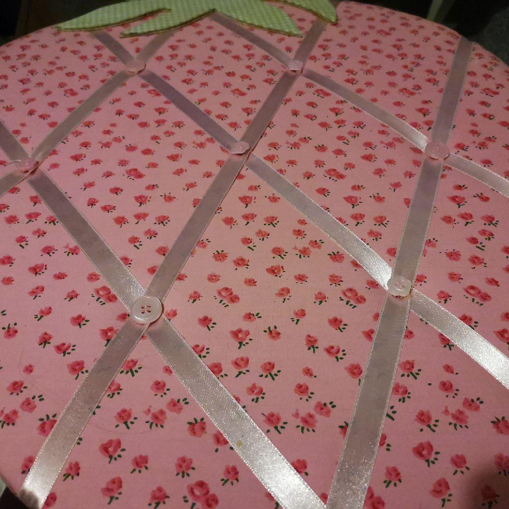 Strawberry note board