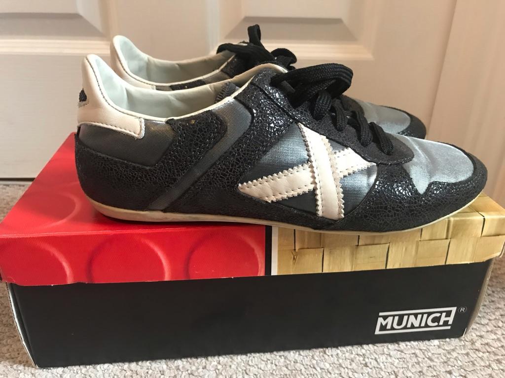 Múnich women sneakers size 6