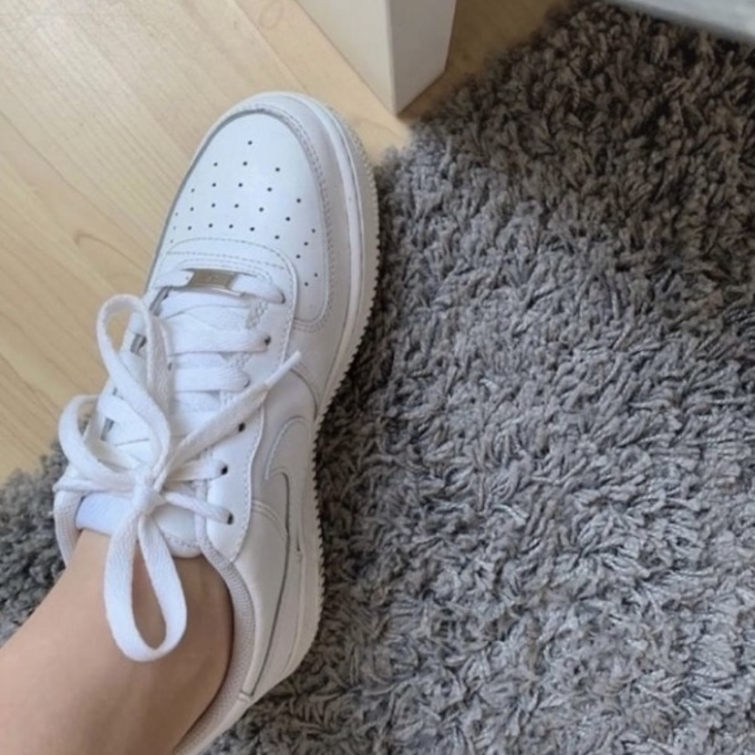 White Air Force size 5
