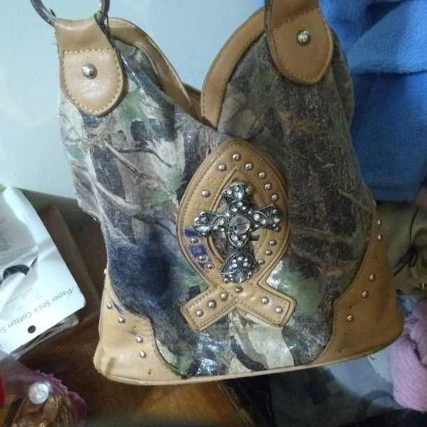 Camo cross purse
