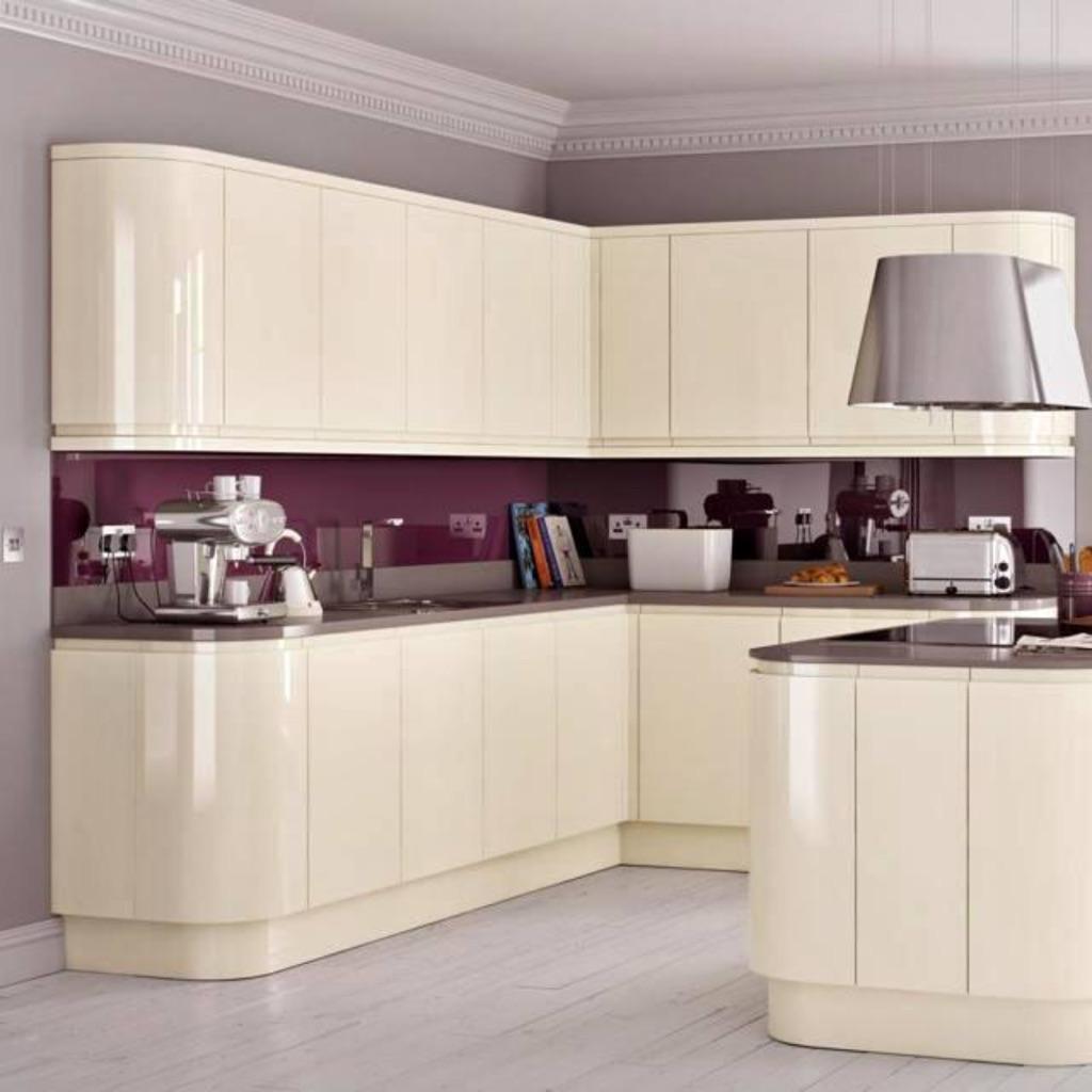 Handless cream gloss kitchen