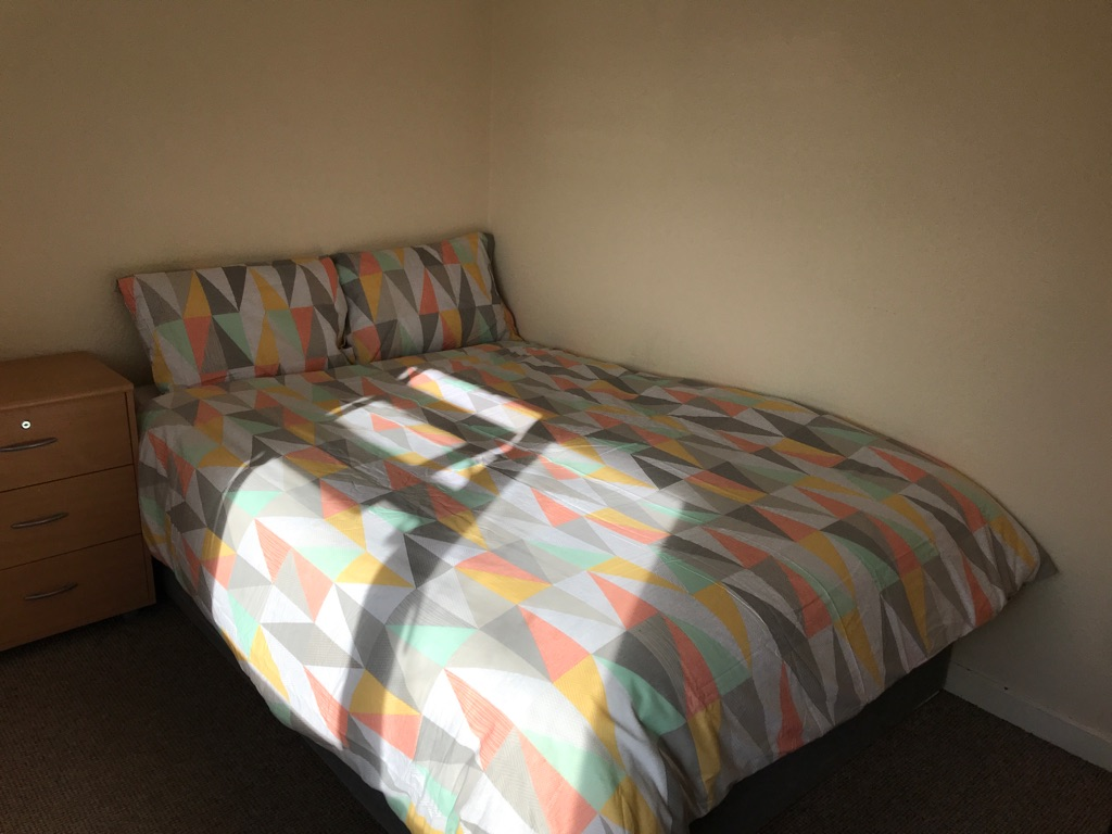 DOUBLE BEDROOM -AVAILABLE NOW