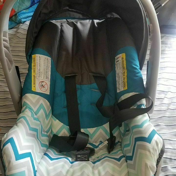 Carseat with base,Evenflo,like new