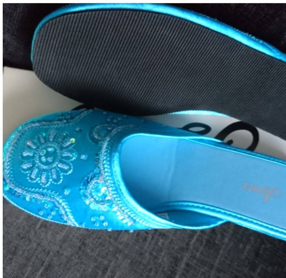 Size 5 woman's slide on shoes