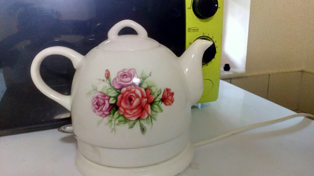 Country rose ceramic kettle