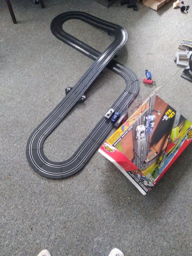2x electric race tracks and cars