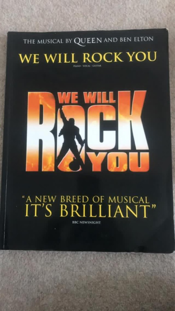 We will rock you, for piano, vocal and guitar.