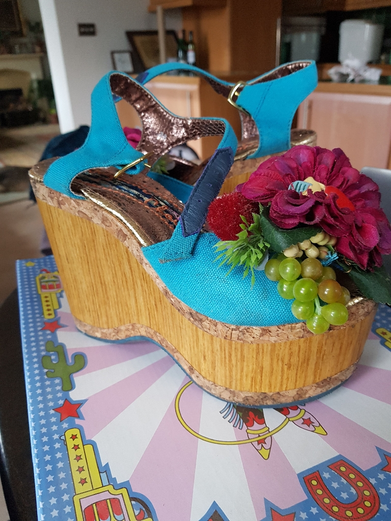 Irregular choice size 5 - French villa