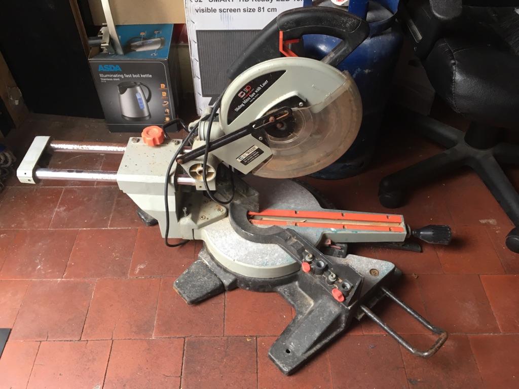 Sliding mitre saw