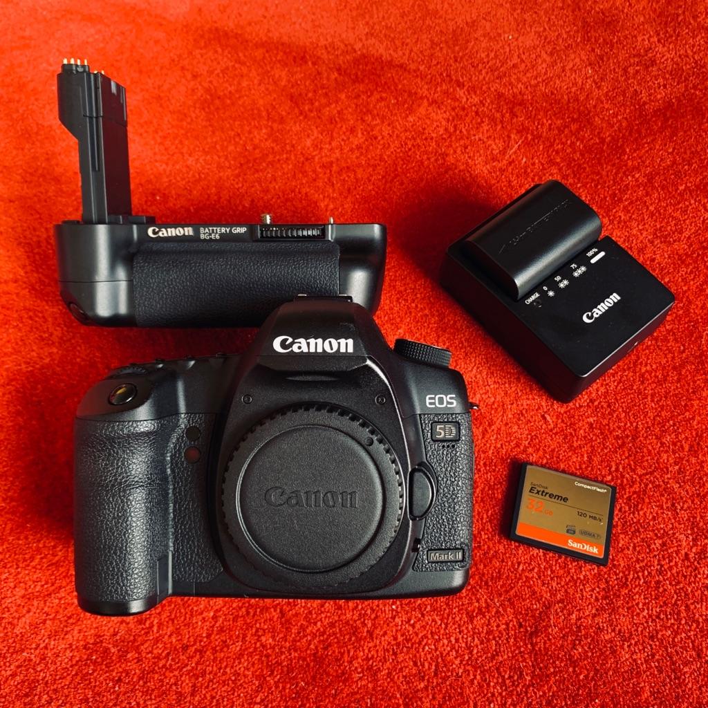 *EXCELLENT CONDITION* Canon EOS 5D Mark II-Body with Canon Battery Grip BG-E6