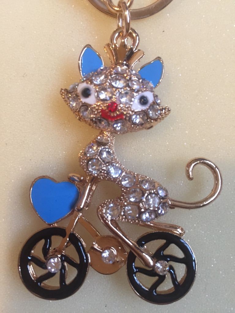 Keys ring holder with cat. ### 2
